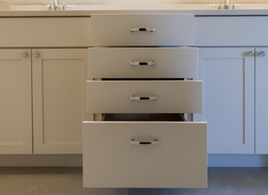 01-cabinet-bath-shaker-white@2x